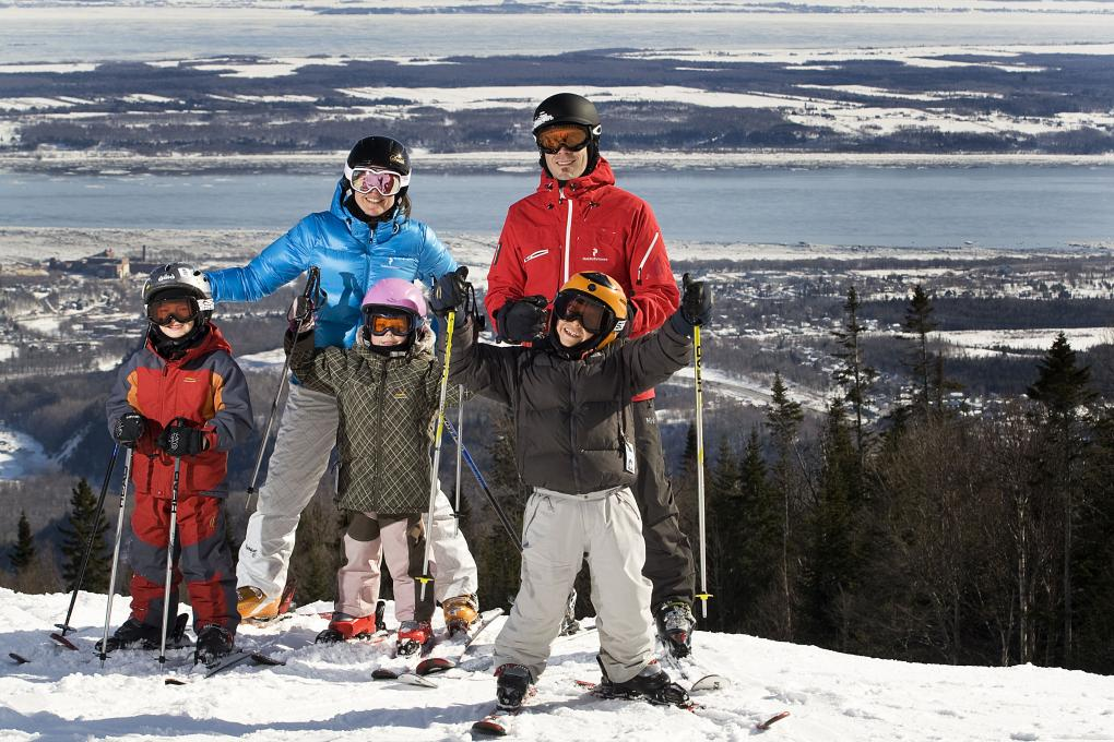 Family skiing at Mont-Sainte-Anne