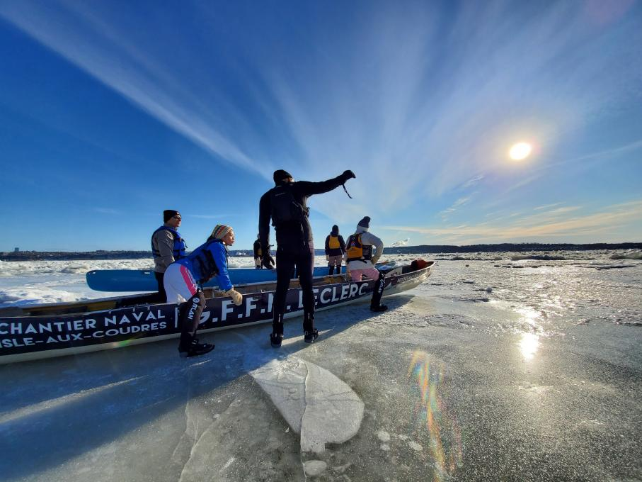 Ice Canoeing Experience - Sublime winter light
