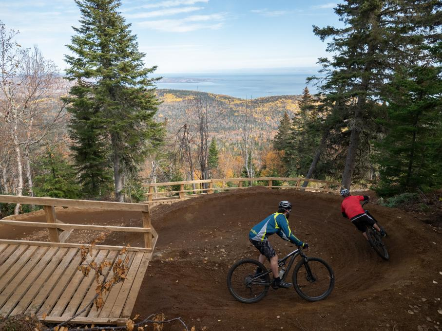 Two cyclists on a mountain bike trail in the Massif de Charlevoix.