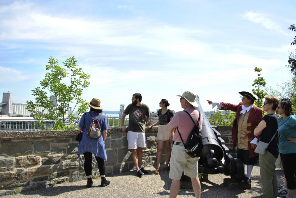 Cicerone Tours - tourist guide with visitors