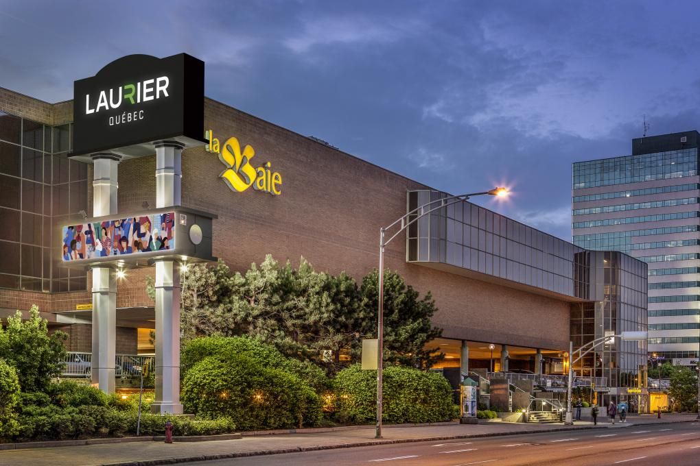 Exterior view of the Laurier Quebec shopping center, located on Laurier Boulevard, in Québec City.