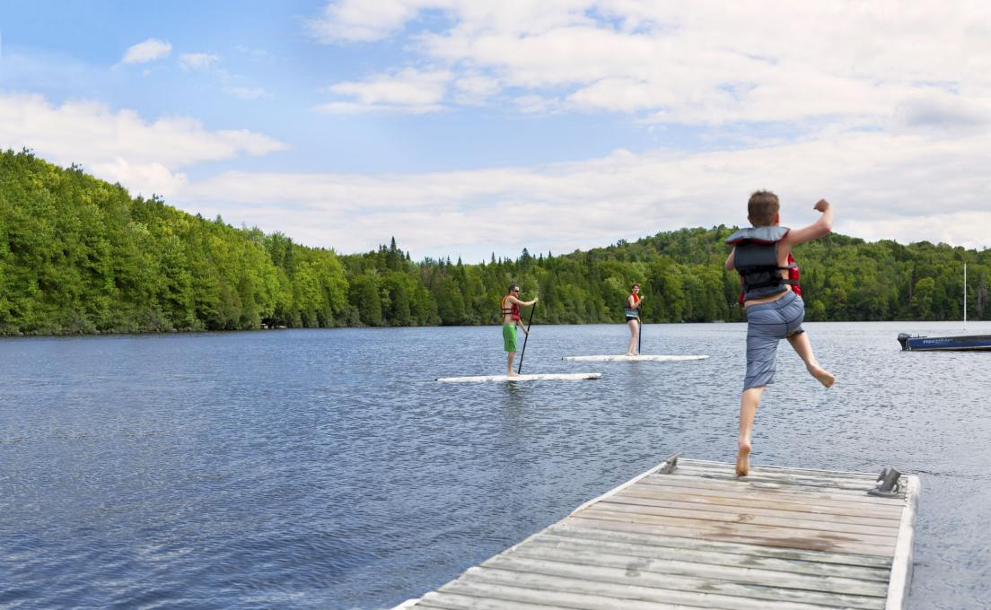 Swimming and paddle boards in the lake of the Station touristique Duchesnay.