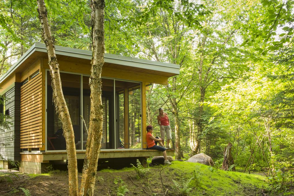 Chalet EXP surrounded by nature in the Jacques-Cartier National Park.