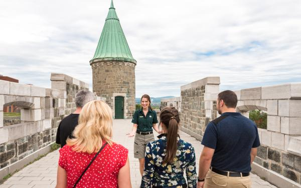 A group of visitors take part in a guided walking tour of the Fortifications of Québec National Historic Site.
