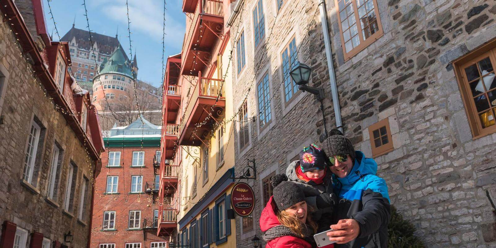 A family photograph themselves in the rue du Cul-de-Sac, with the Château Frontenac in the background.