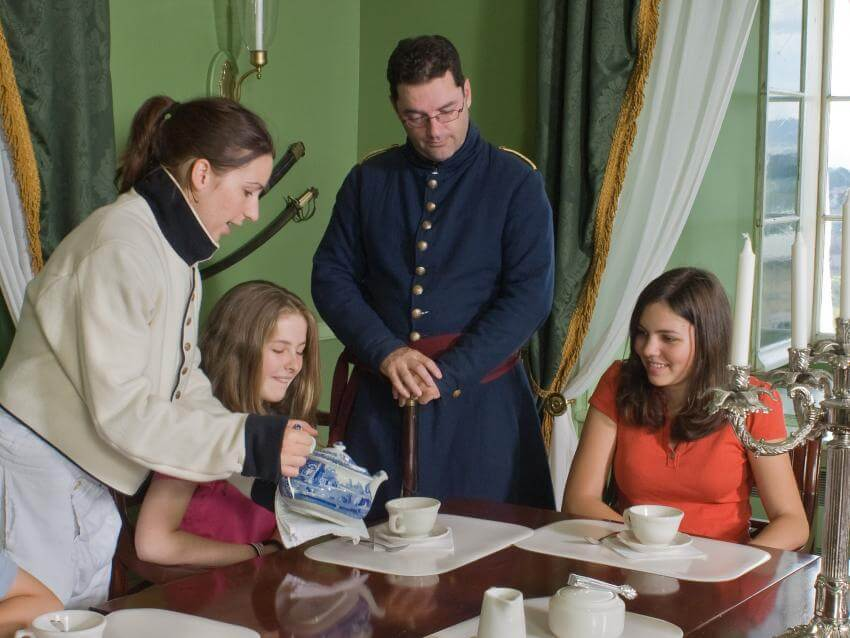 Period characters and tea tasting at the Parc-de-l'Artillerie heritage site