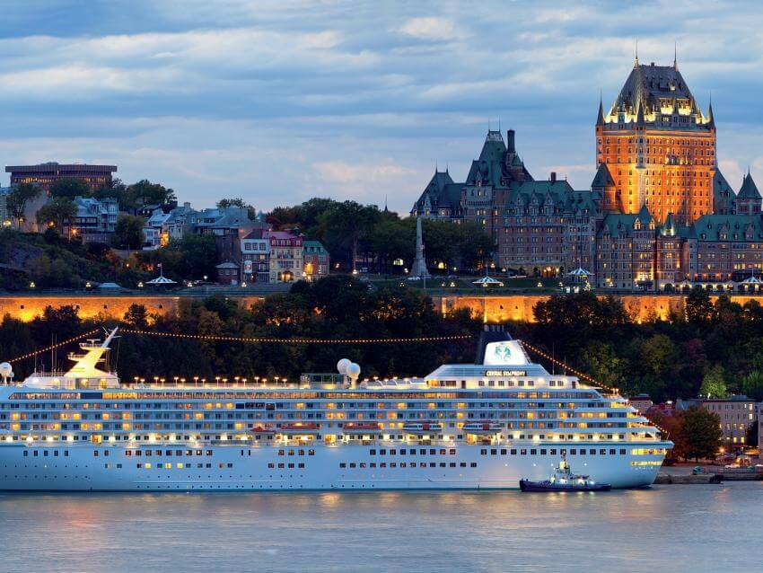 Cruise Ship in front of the Old Québec