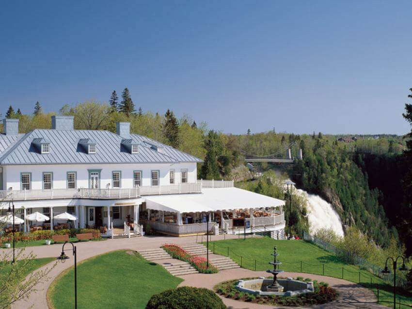 Exterior view of Manoir Montmorency located on the site of Parc de la Chute-Montmorency.