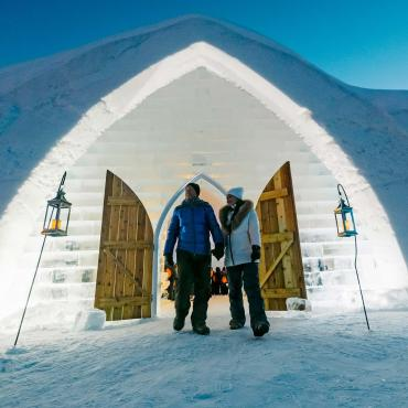 A couple in front og the Ice  Hotel at night